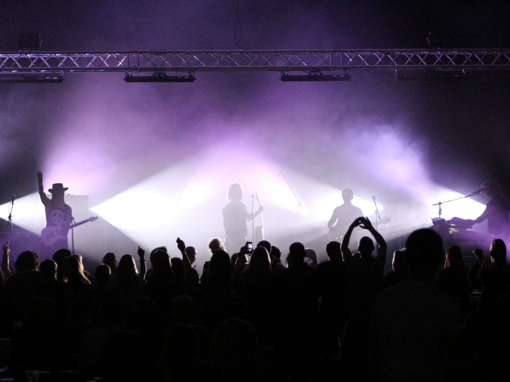 Music event lighting and special effects