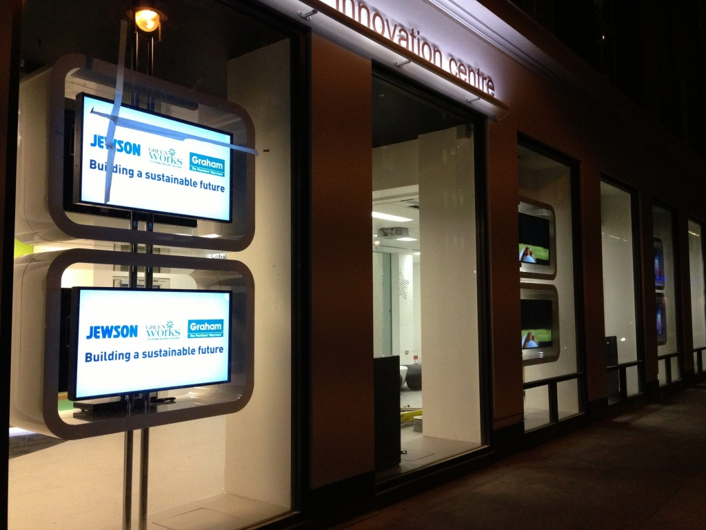 Multiple screen installation for shop front