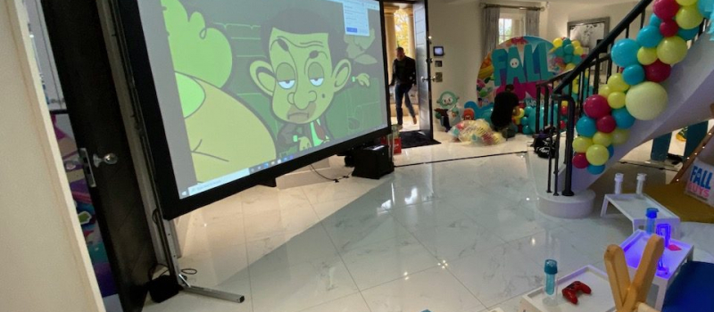 Indoor projection screen for kids party